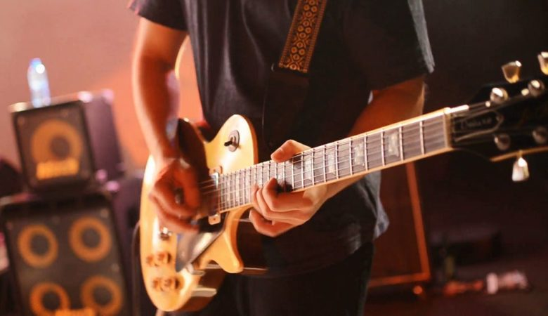 Best Electric Guitar for Beginners in India - [current_date format='F, Y'] 4